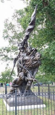 North Carolina Statue image. Click for full size.