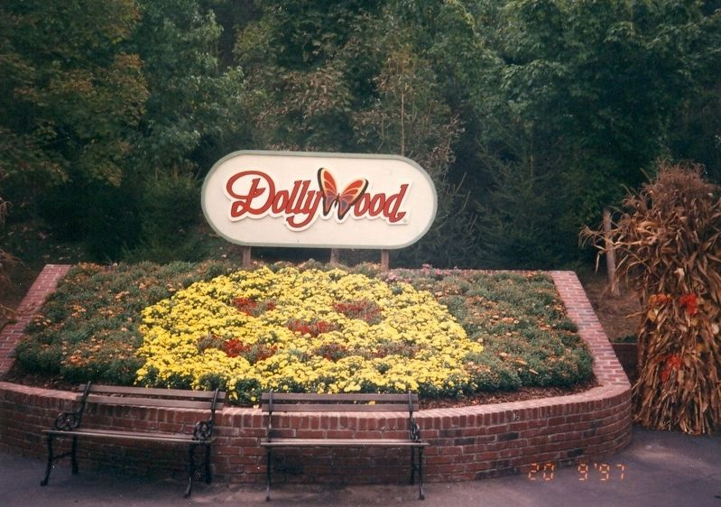 Entrance to Dollywood image. Click for full size.