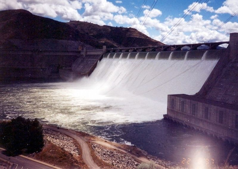 Grand Coulee Dam image. Click for full size.