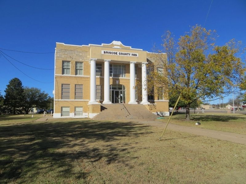 Briscoe County Court House image. Click for full size.