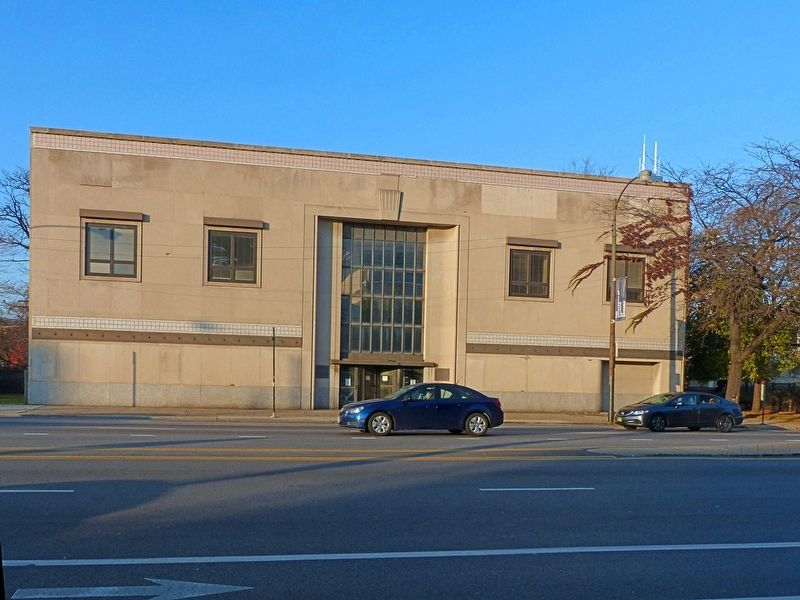 UIC building 621<br>The Roosevelt Road Building image. Click for full size.