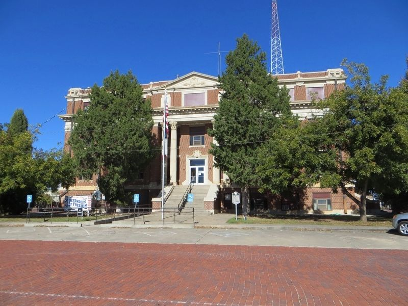 Hall County Courthouse image. Click for full size.