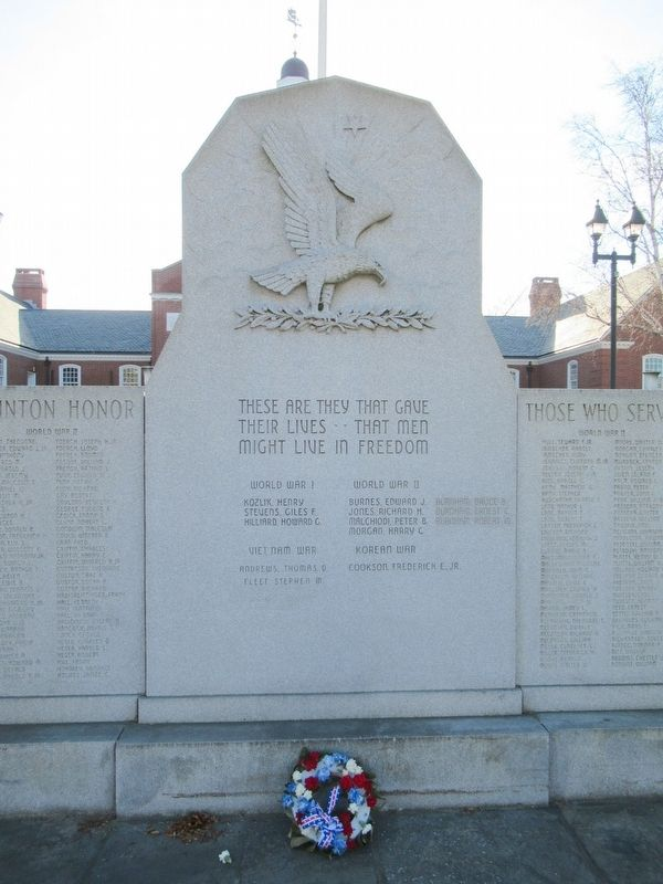 Clinton Veterans Monument image. Click for full size.