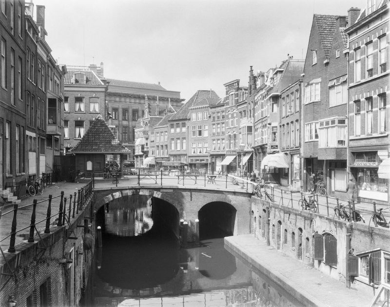 The Maartensbrug viewed from the South image. Click for full size.