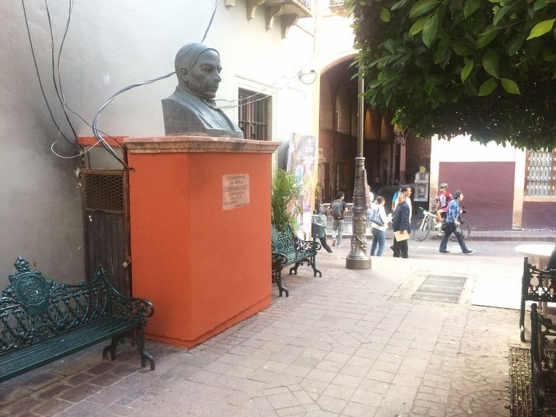 An additional nearby marker and bust of Benito Juárez image. Click for full size.