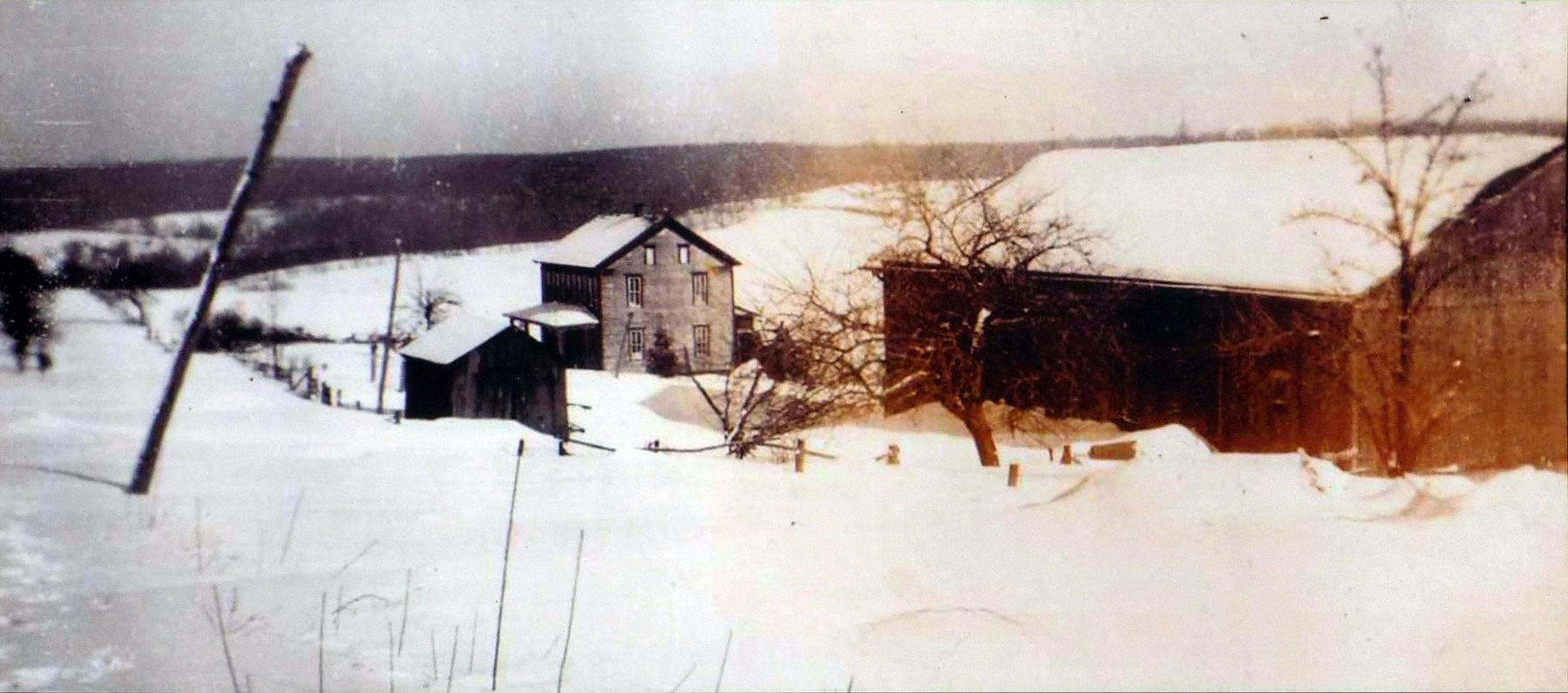 The Stahl House and Barn image. Click for full size.