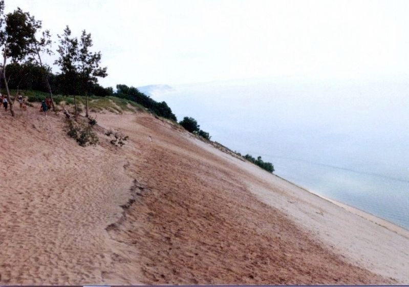 Sleeping Bear Dunes on Lake Michigan image. Click for full size.