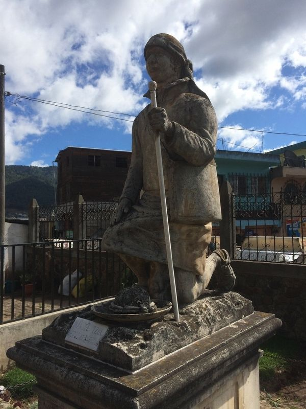 Manuel Tzoc, Founder of Nahualá statue topping the monument image. Click for full size.