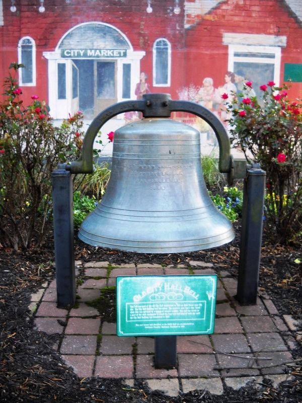A close-up of the marker and bell. image. Click for full size.