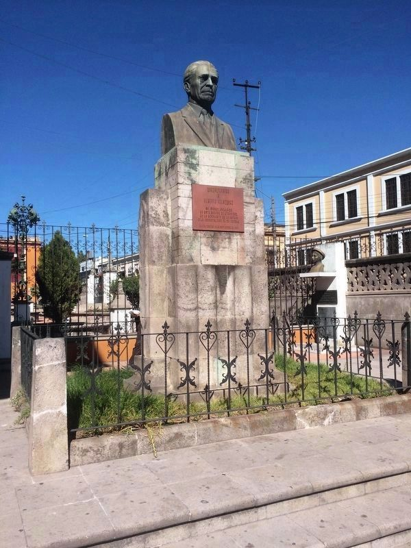 Nearby monument to Alberto Velazquez image. Click for full size.