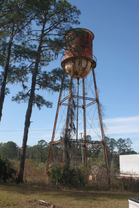Nearby Edgar water tower. image. Click for full size.