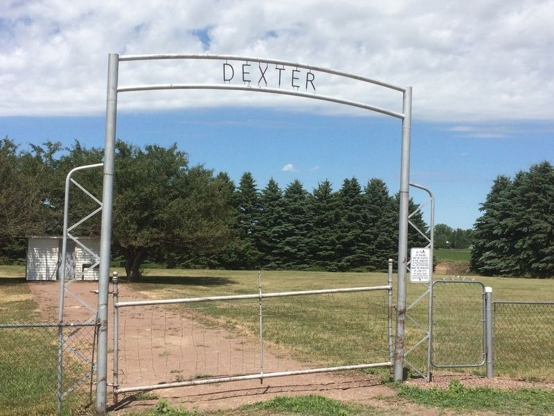 Dexter Cemetery image. Click for full size.