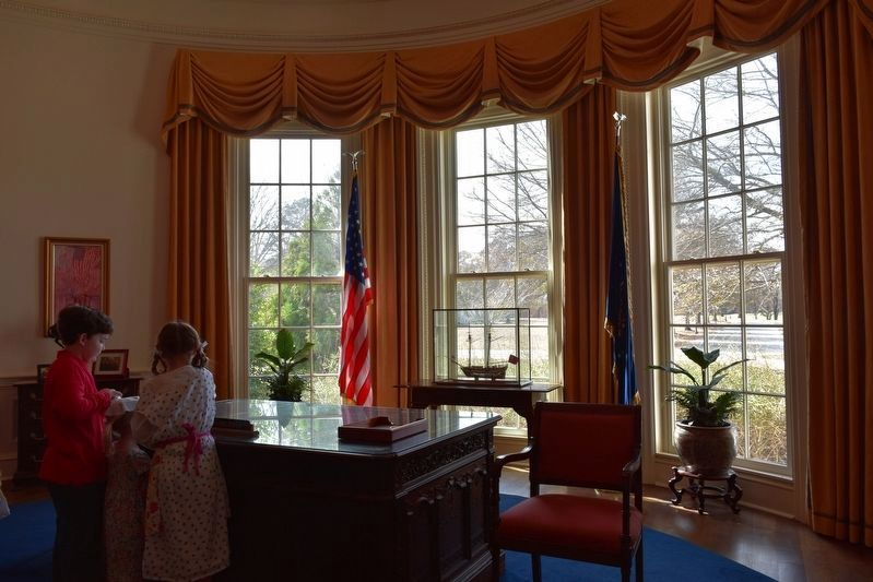 Replica of the President's Oval Office image. Click for full size.