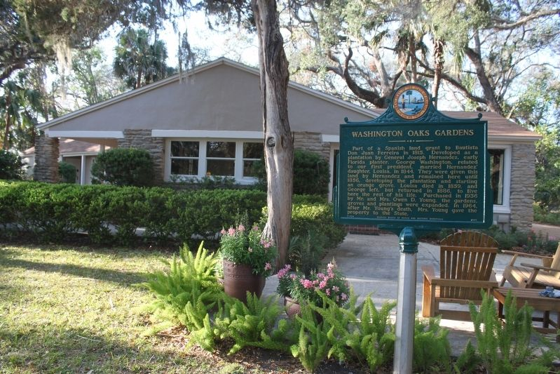 Washington Oaks Gardens Marker and visitor center. image. Click for full size.
