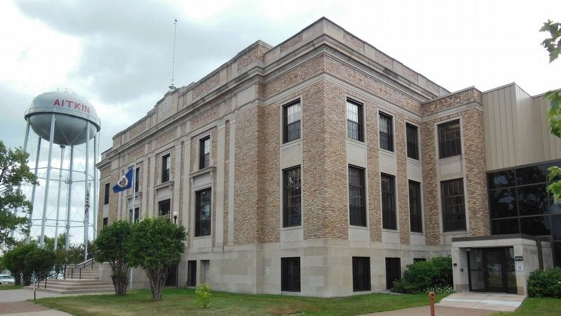 Aitkin County Courthouse (<b><i>corner view</b></i>) image. Click for full size.