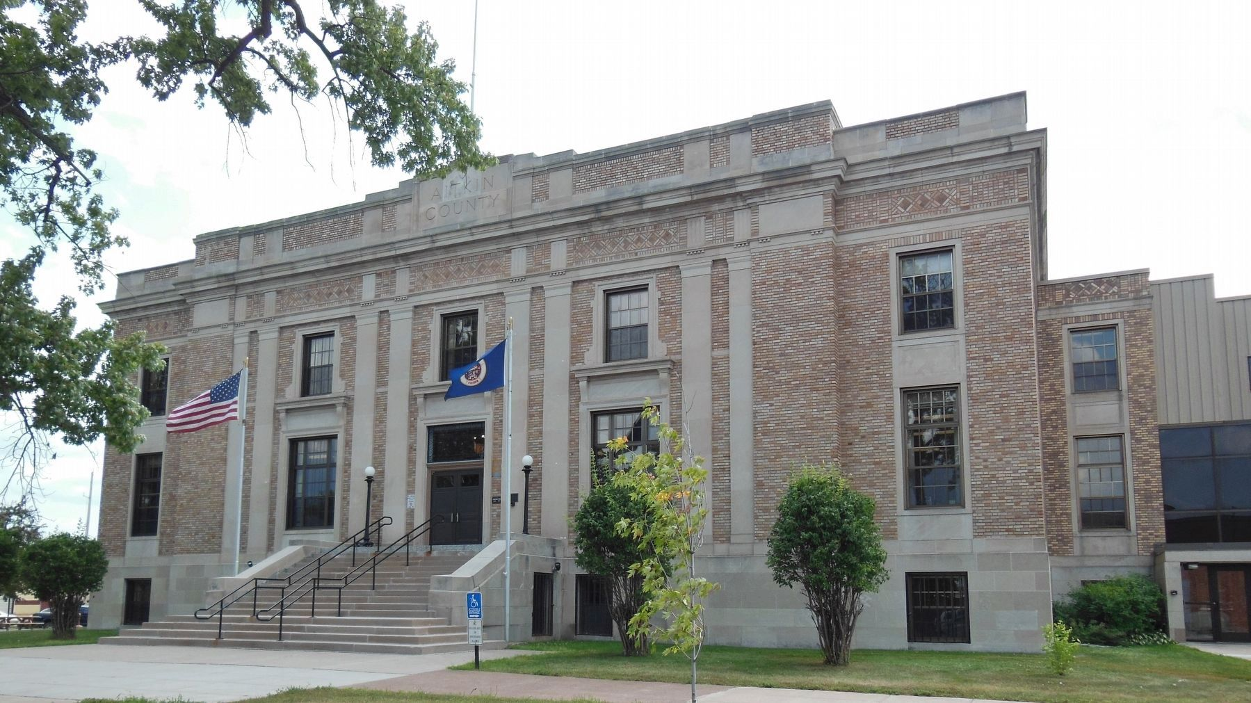 Aitkin County Courthouse (<b><i>front view</b></i>) image. Click for full size.