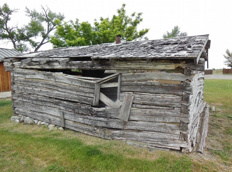 Log Cabin (<b><i>side view</b></i>) image. Click for full size.