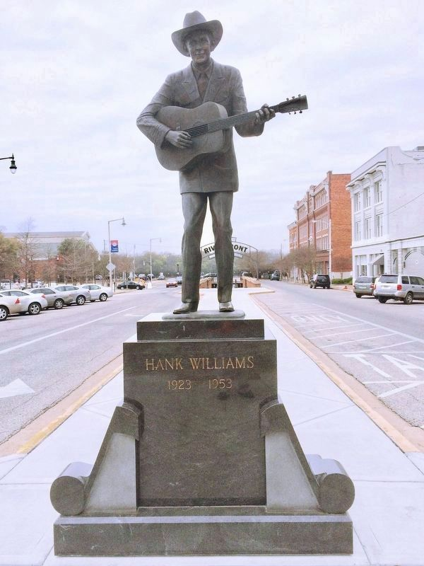 This 1991 Hank Williams statue is located in front of Montgomery's Riverfront Park. image. Click for full size.