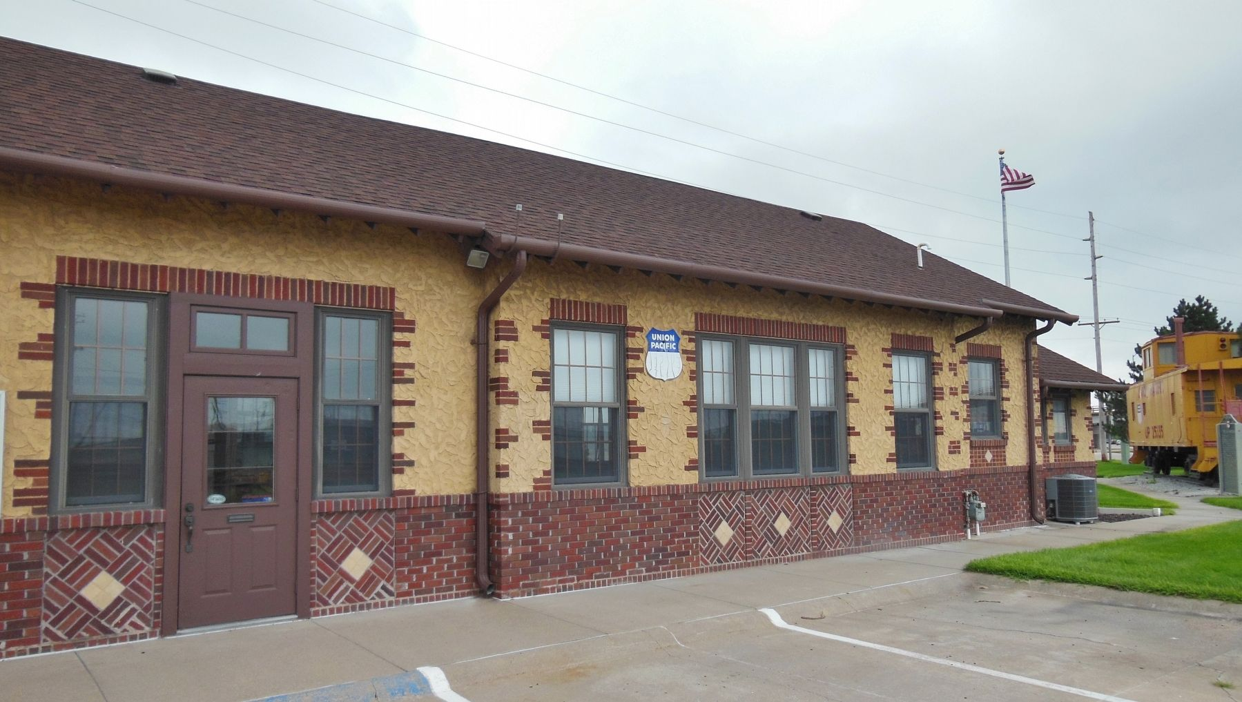 Former Cozad Union Pacific Railroad Depot image. Click for full size.