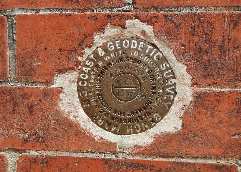 Federal Government Building (1888-1970) (<b><i>Geodetic Bench Mark</b></i>) image. Click for full size.