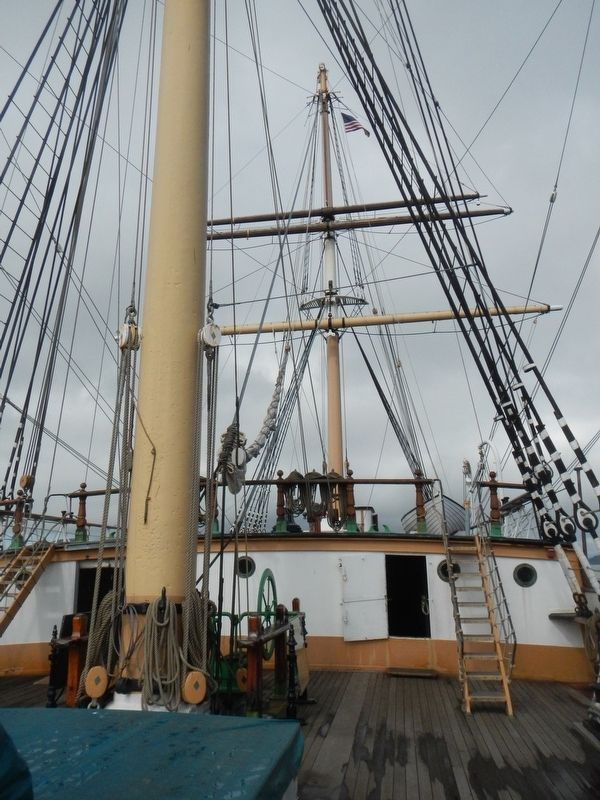 The Main Mast and Fiferail image. Click for full size.