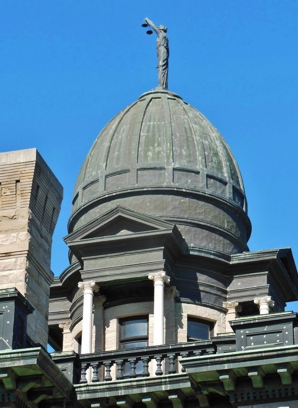 Cascade County Courthouse (<b><i>copper dome</b></i>) image. Click for full size.