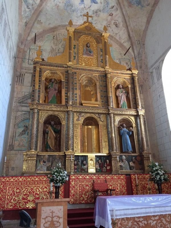 The main altarpiece and the mural behind it, as mentioned in the marker text. image. Click for full size.