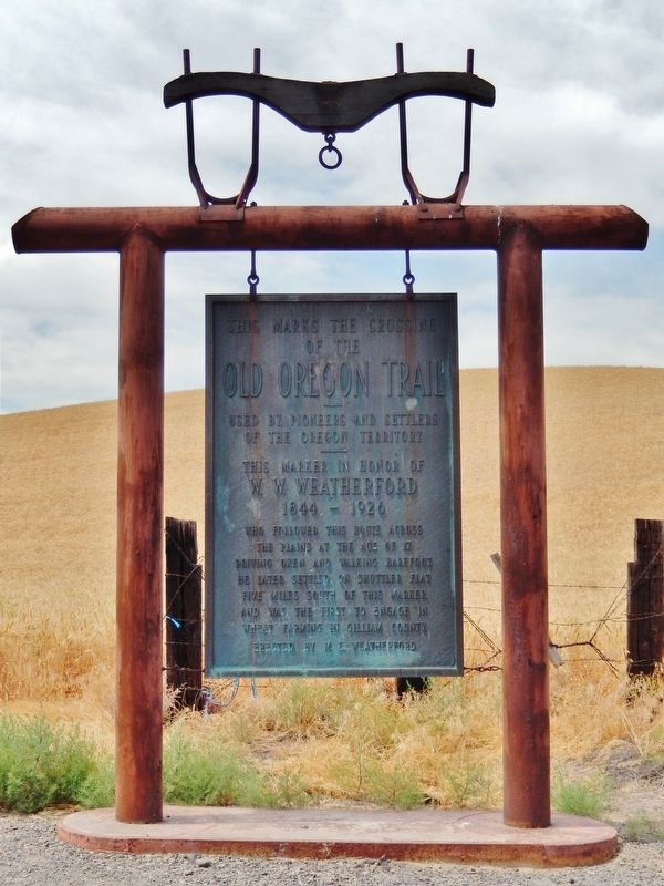 This Marks the Crossing of the Old Oregon Trail Marker (<b><i>full view</b></i>) image. Click for full size.
