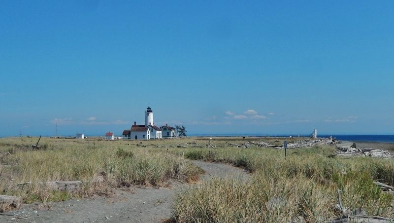 New Dungeness Light Station (<b><i>approach view from Spit</b></i>) image. Click for full size.