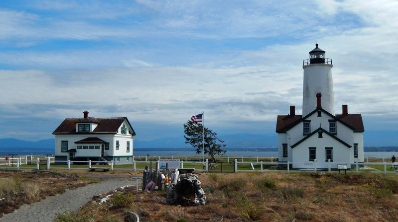 New Dungeness Light Station & Keeper&#39;s House (<b><i>north side</i></b>) image. Click for full size.