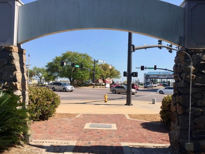 View of Biloxi sign from rear, looking towards Glennan Park & the Biloxi Small Craft Harbor. image. Click for full size.