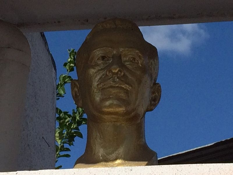 Pedro Infante Cruz Memorial bust image. Click for full size.
