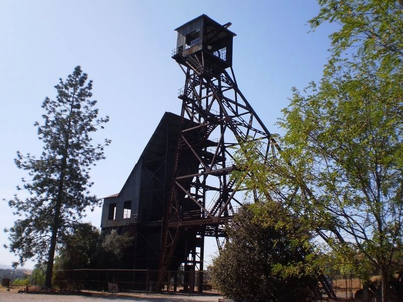 Kennedy Mine Headframe image. Click for full size.