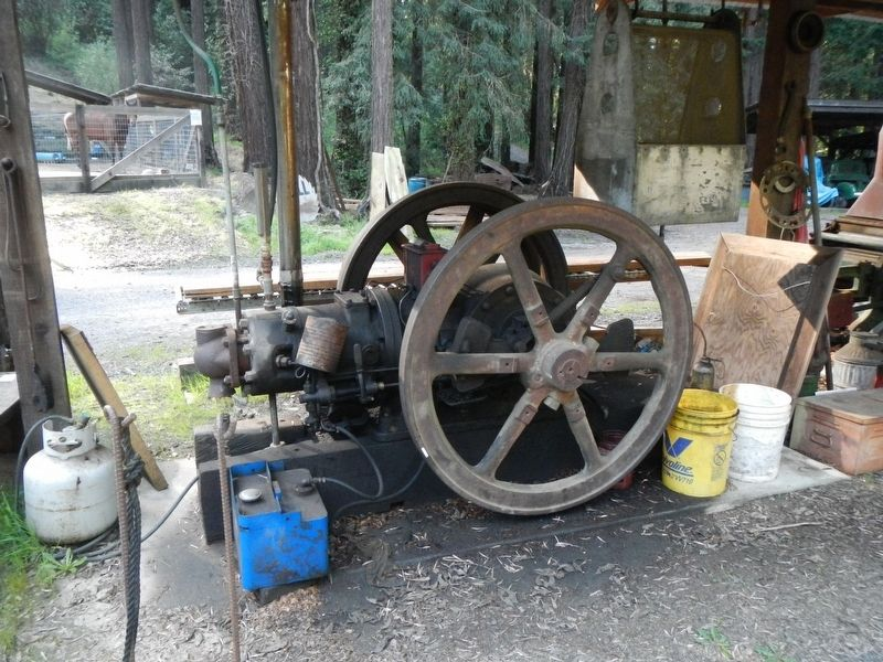 Stationary engine image. Click for full size.