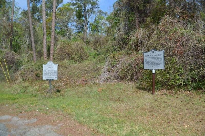 Lafayette Marker (left) image. Click for full size.