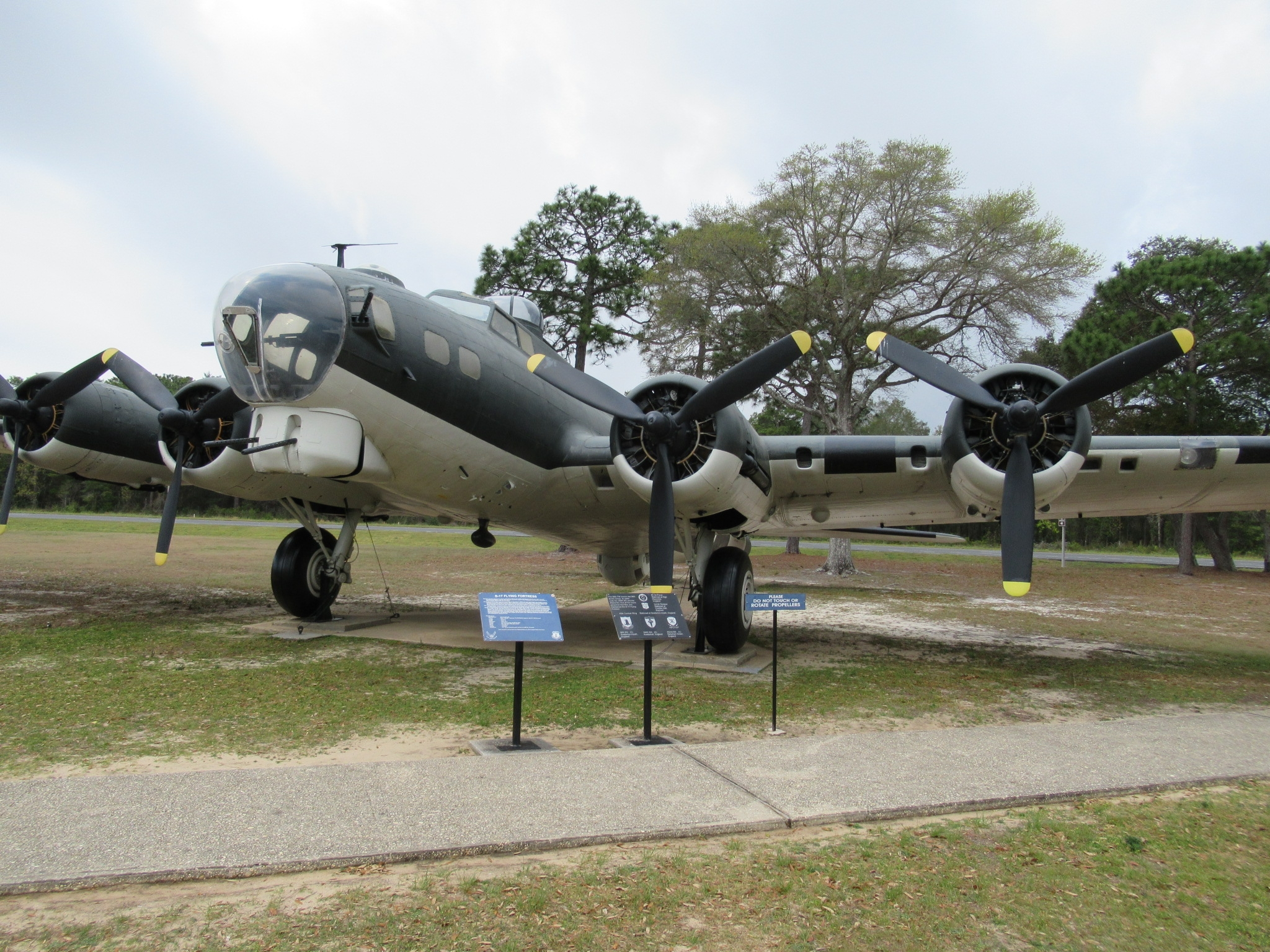 B-17 Flying Fortress & Markers