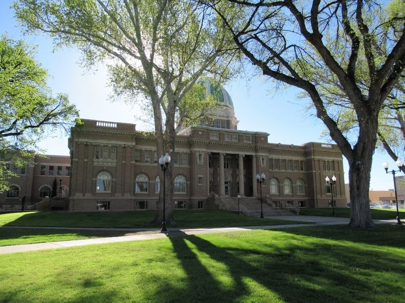Chaves County Court House image. Click for full size.