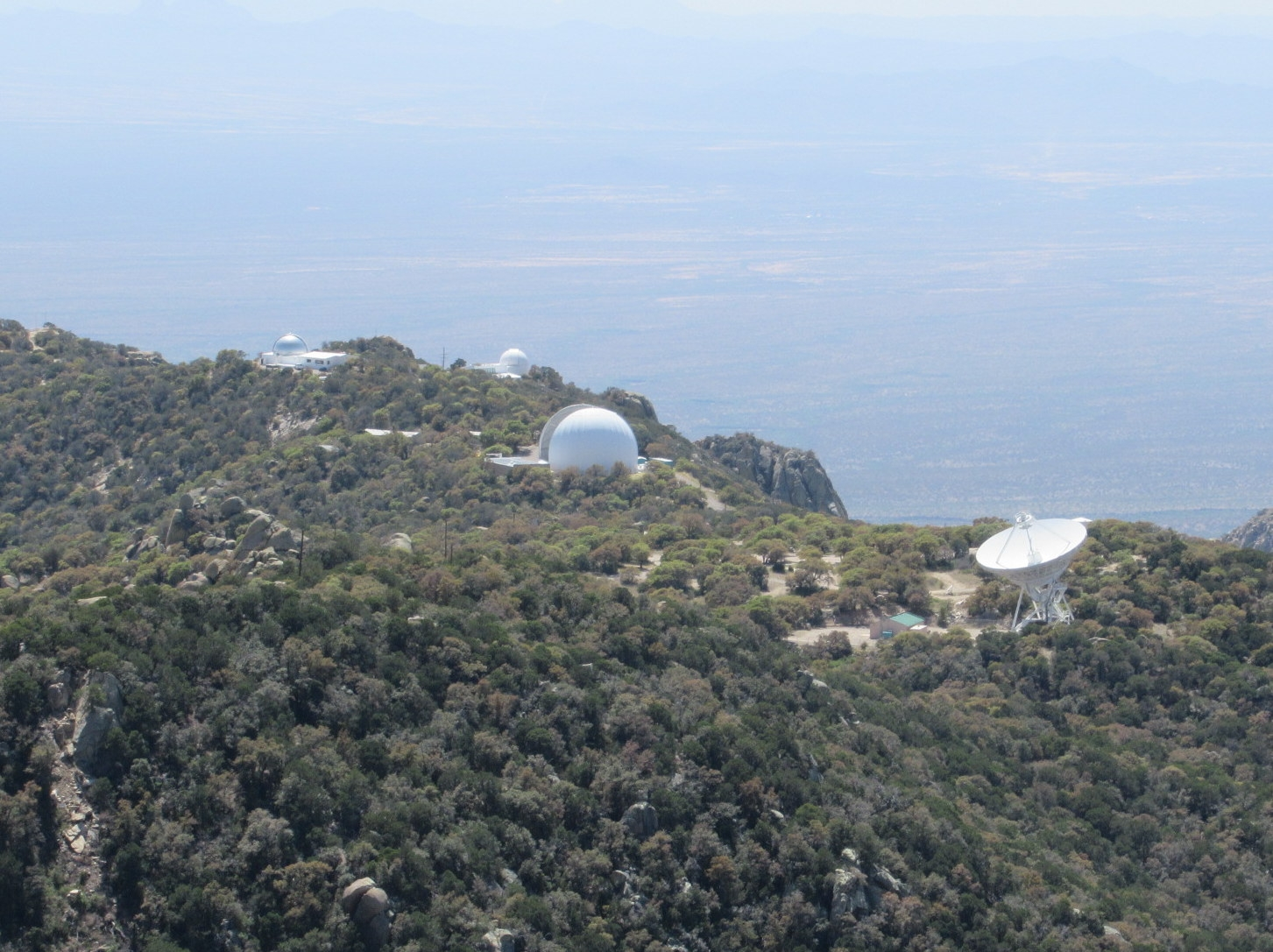 Optical and radio Telescopes at the Kitt Peak National Observatory