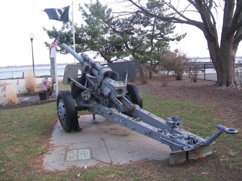 World War II Cannon Next to Vietnam War Memorial image. Click for full size.