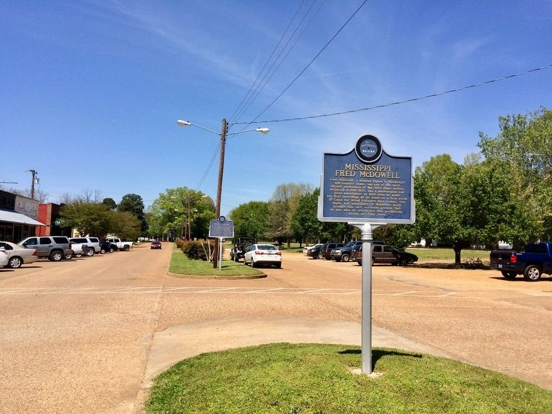 Marker, in the far distance, in the median of Main Street. image. Click for full size.