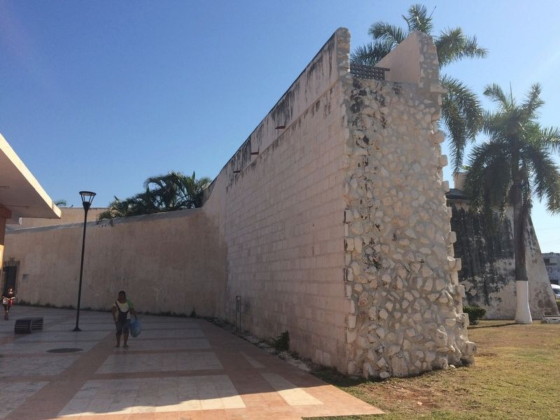 A remaining portion of the surrounding wall of Campeche near the Bastion of San Pedro image. Click for full size.