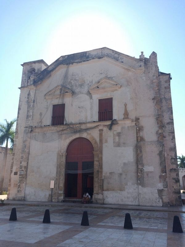 The nearby Church of San Juan de Dios, just north of the bastion. image. Click for full size.