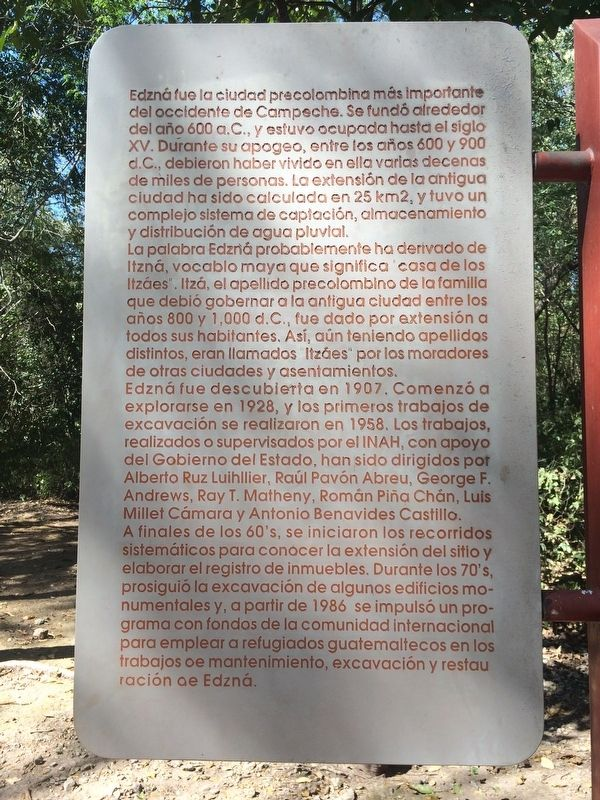 An additional marker near The Ambassadors' Platform Marker, in Spanish. image. Click for full size.