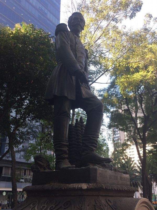 General Antonio Rosales statue image. Click for full size.