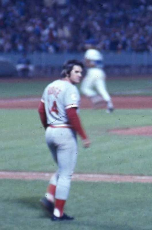 Pete Rose walking onto the field image. Click for full size.