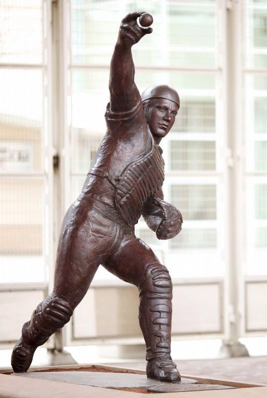 2011 Bronze of Johnny Bench by Tom Tsuchiya image. Click for full size.