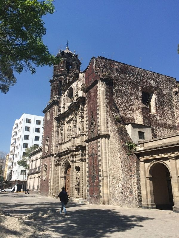The San Fernando Church just north of the Vicente Guerrero monument. image. Click for full size.