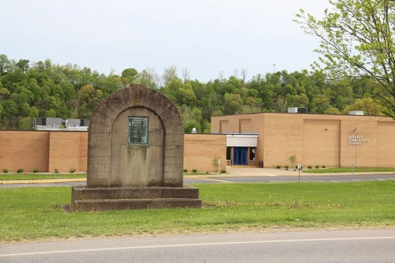 Fort Frye Marker and Beverly Elementary School image. Click for full size.