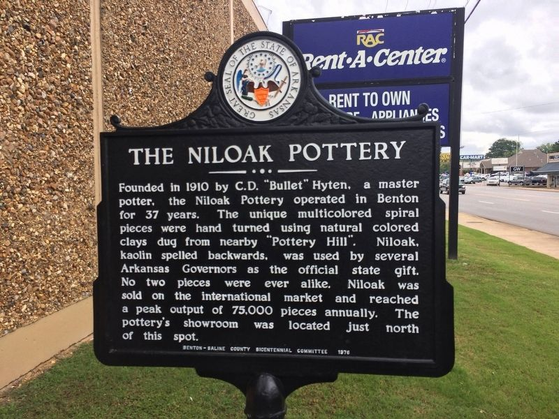 The Niloak Pottery Marker image. Click for full size.