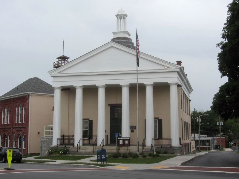 1841 Courthouse Marker relocated to just right of the main entrance following renovations. image. Click for full size.